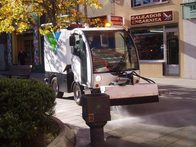Máquina de Emulsa limpiando en Gijón