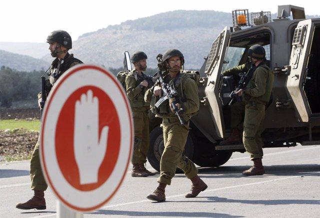 Soldados Del Ejército De Israel En Un 'Checkpoint'