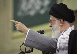 """Jamenei clama que la """"divina venganza caerá sobre los políticos saudíes"""" tras la ejecución de Al Nimr"""