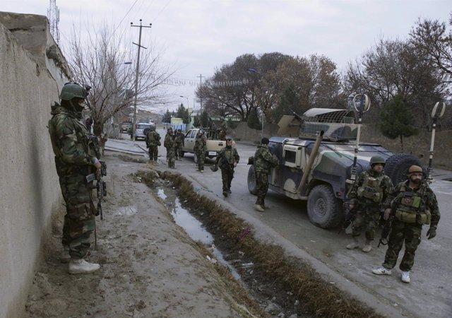 Militares afganos vigilan zonas cercanas al consulado de India en el país