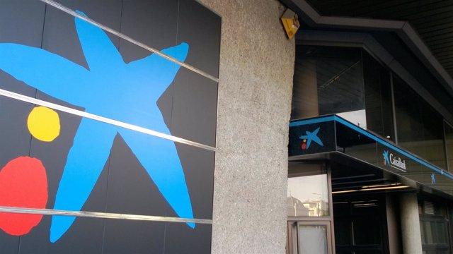 Oficina con la nueva rotulación de CaixaBank.