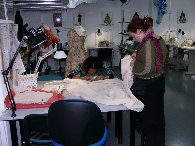 Realización de vestuario en Escuela de Formación Cultural