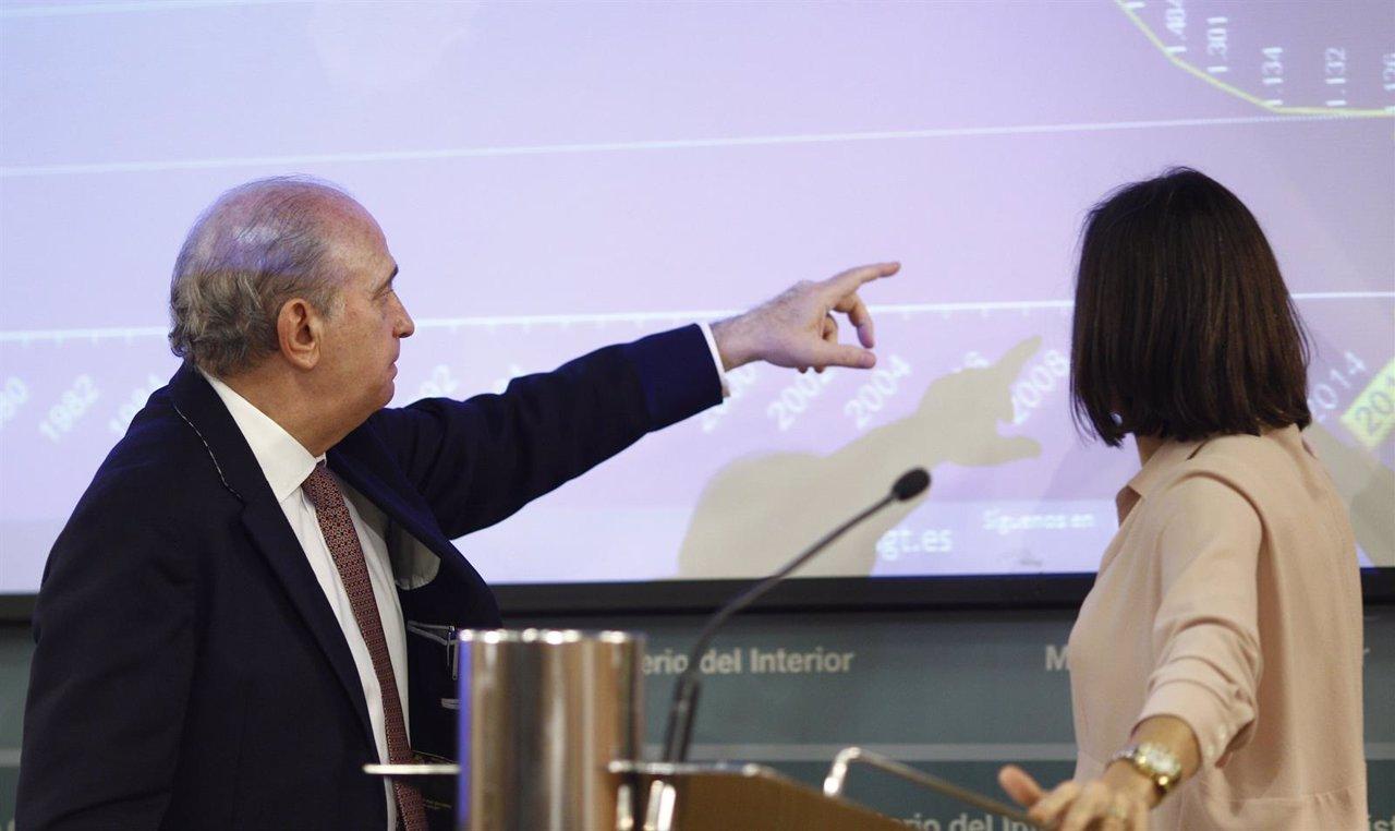 María Seguí y Jorge Fernández Díaz en le balance de Tráfico