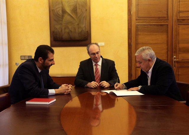Javier Arenas firma su renuncia al escaño