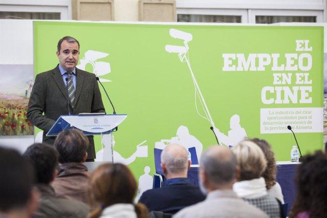 El diputado Amós García inaugurando las jornadas