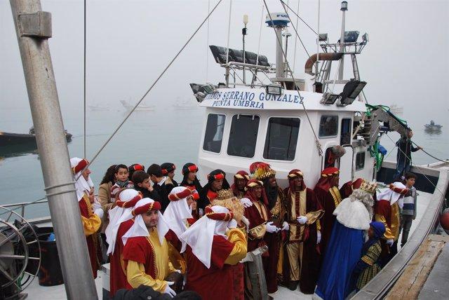 Llegada de los reyes magos en barco a Punta Umbría (Huelva).