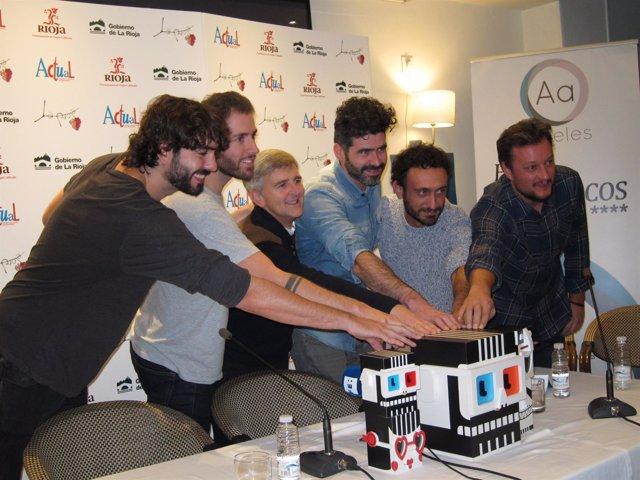 Grupo Izal con el director de Cultura Eduardo Rodríguez