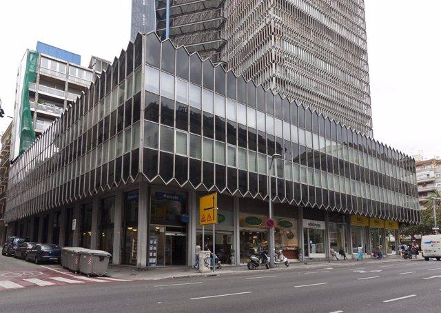 Edificio De Oficinas De Catalunyacaixa