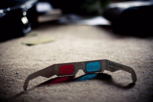 Gafas 3D en el suelo