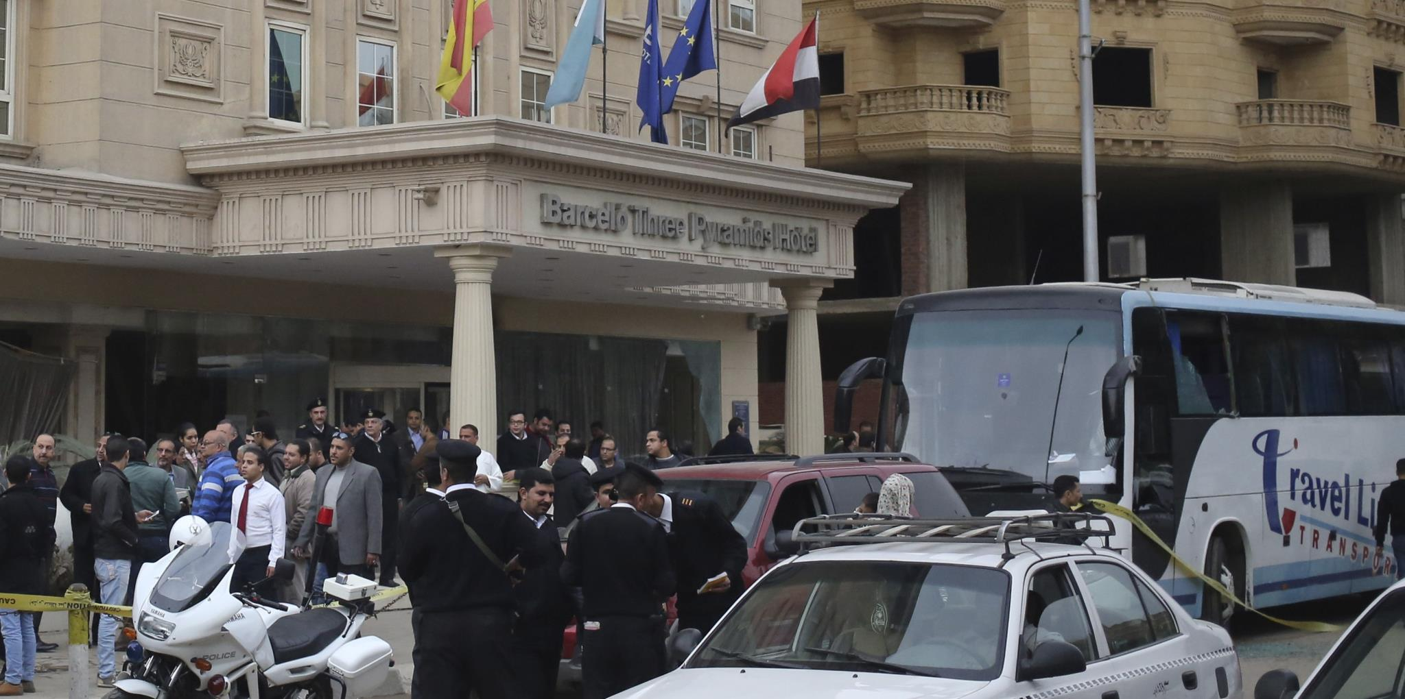 Hombres armados atacan en Egipto, El Cairo, un autobús junto al hotel Barceló