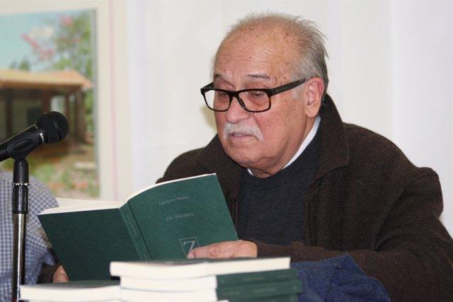 El poeta y escritor Luis Javier Moreno