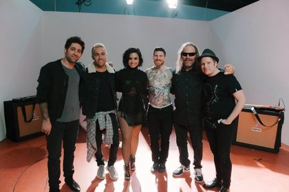 Fall Out Boy presentan vídeo con Demi Lovato (y divertido guiño a Nsync): Irresistible