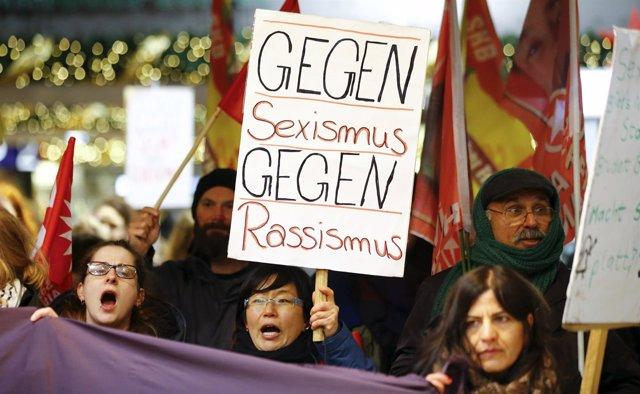 Manifestación tras los ataques contra mujeres en Colonia (Alemania)