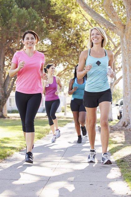 Si sales a correr, así debes hidratarte