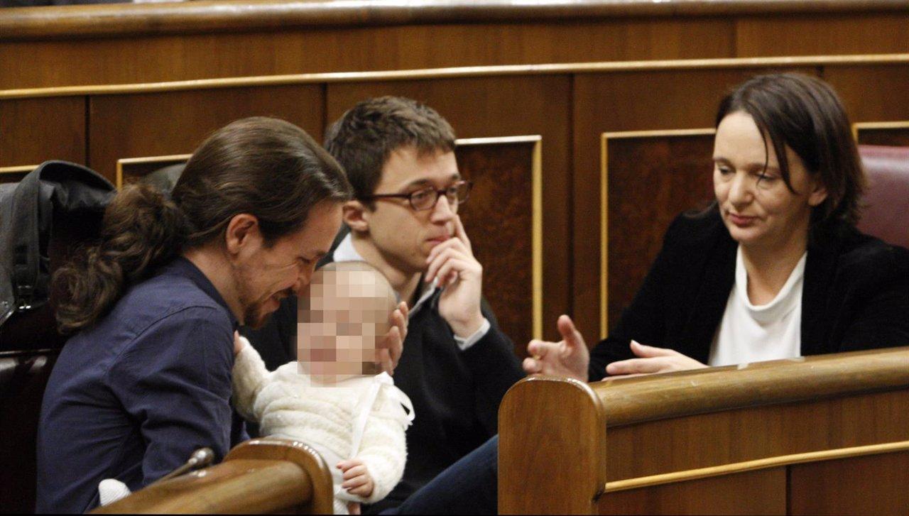 Pablo Iglesias con la hija de Bescansa