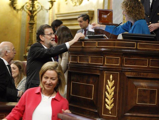 Rajoy votando en el Congreso