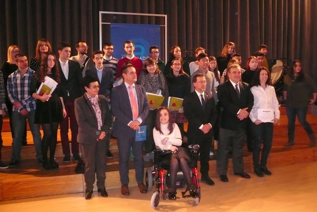 El Consejero (tercero por la izquierda, en la primera fila) con los galardonados