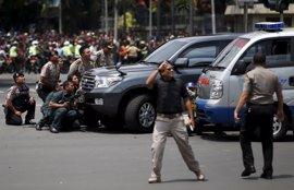 Estado Islámico mata a dos personas en varios ataques simultáneos en Yakarta