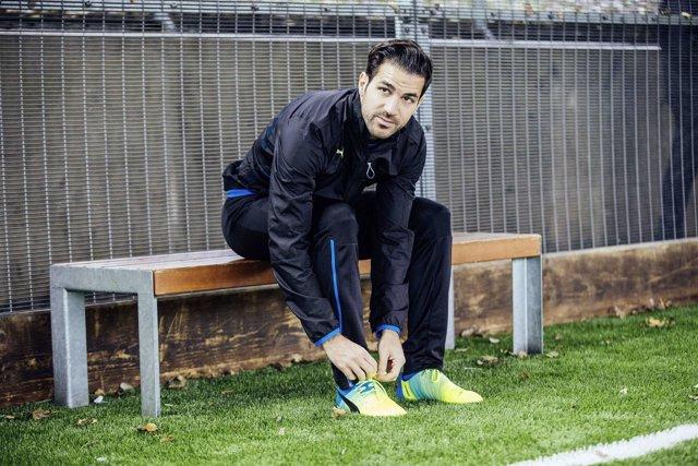 Cesc Fábregas con las nuevas botas de Puma
