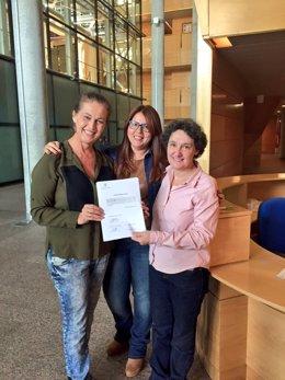 Las diputadas de PSOE, C's y Podemos que presentaron la Proposición