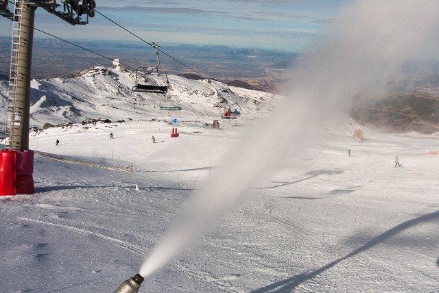 Sierra Nevada y cañones de nieve artificial