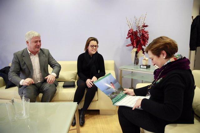 María Luisa Real con miembros de la Asociación Cántabra de Fibrosis Quística