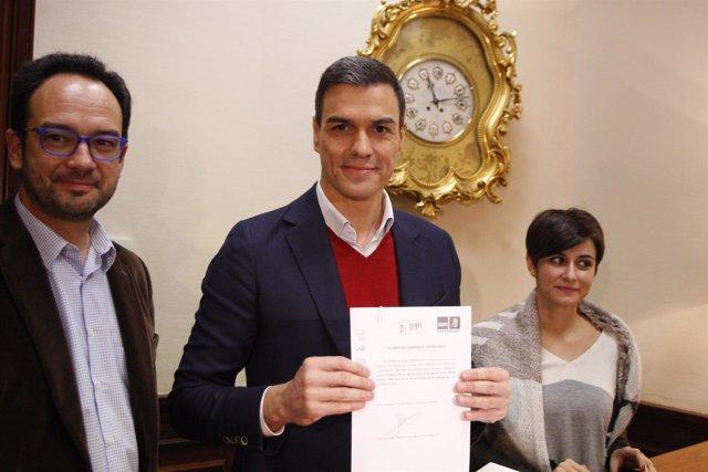 Pedro Sánchez, del PSOE, presenta sus primeras 17 iniciativas en el Congreso