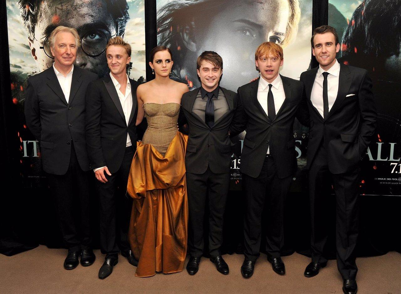 Alan Rickman junto a Daniel Radcliffe y Emma Stone