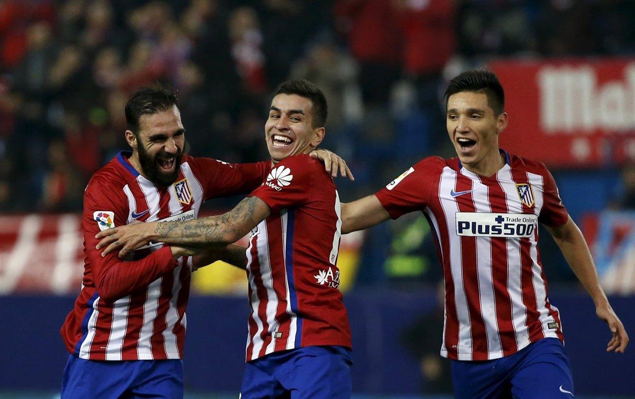 Correa, Gámez y Kranevitter celebran un gol del Atlético