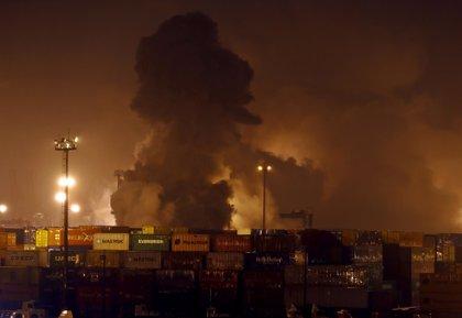 Se incendian una decena de contenedores con productos químicos en un puerto de Brasil