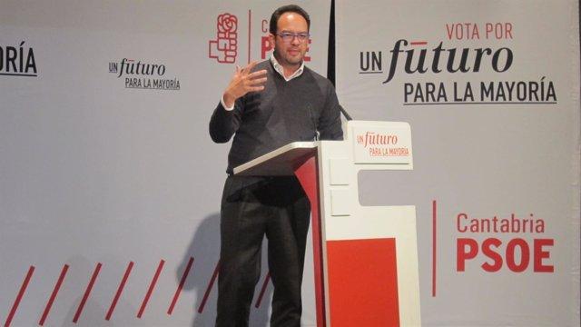 Antonio Hernando en Santoña