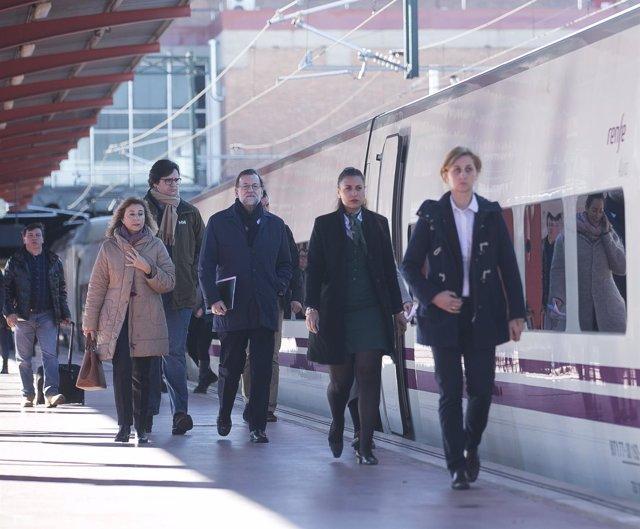 Rajoy, a su llegada en AVE a la estación de Zamora.