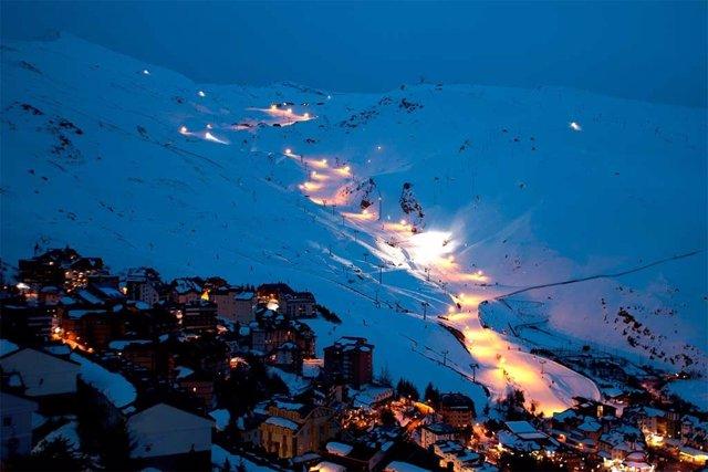 Pistas de Sierra Nevada iluminadas para el esquí nocturno