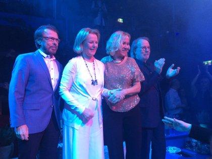 ABBA se reúnen por primera vez en ocho años para inaugurar un restaurante