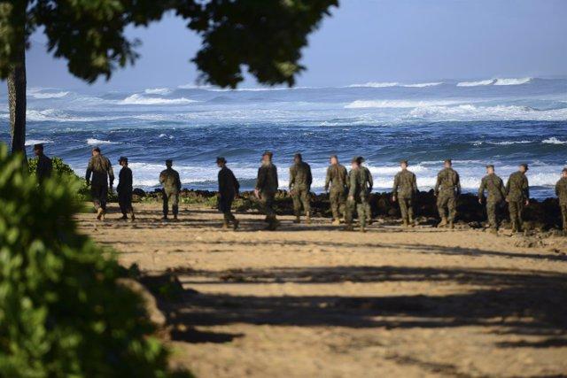 Suspendida la búsqueda de doce marines desaparecidos tras un accidente de dos he