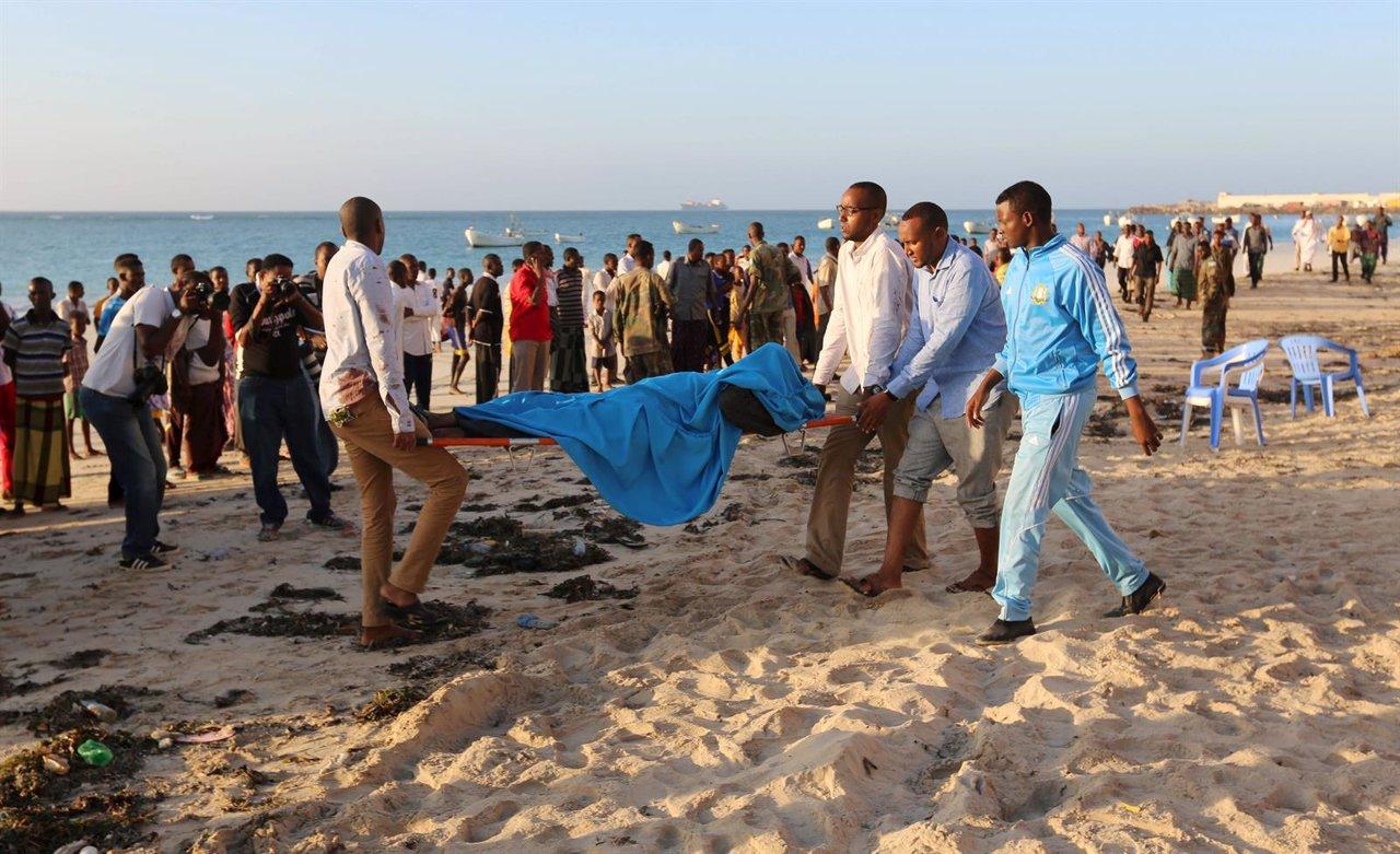 Ataque de Al Shabaab en una playa de Mogadiscio, Somalia