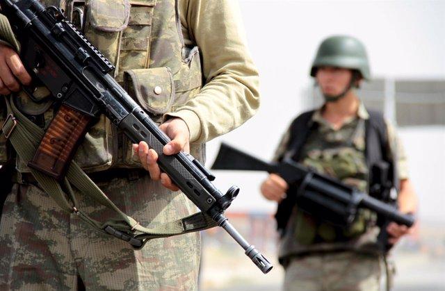 Soldados turcos en el distrito de Cizre, provincia de Sirnak