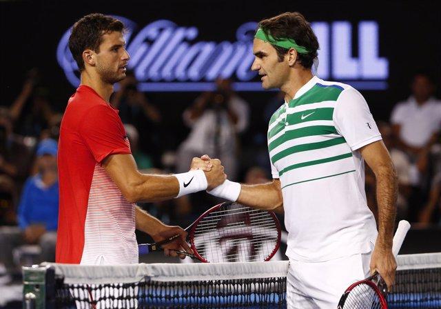 Federer saluda a Dimitrov