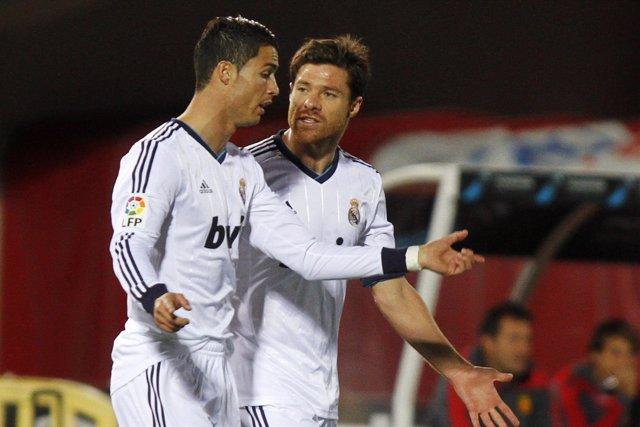 Xabi Alonso y Cristiano Ronaldo