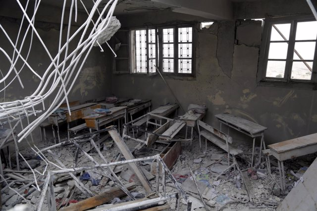 Escuela destruida por un bombardeo en la región de Alepo