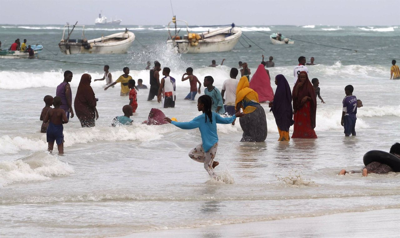 Somalíes en la playa de Lido