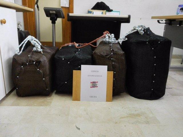 Dos detenidos por recoger 206 kilogramos de hachís del fondo del mar en Ceuta