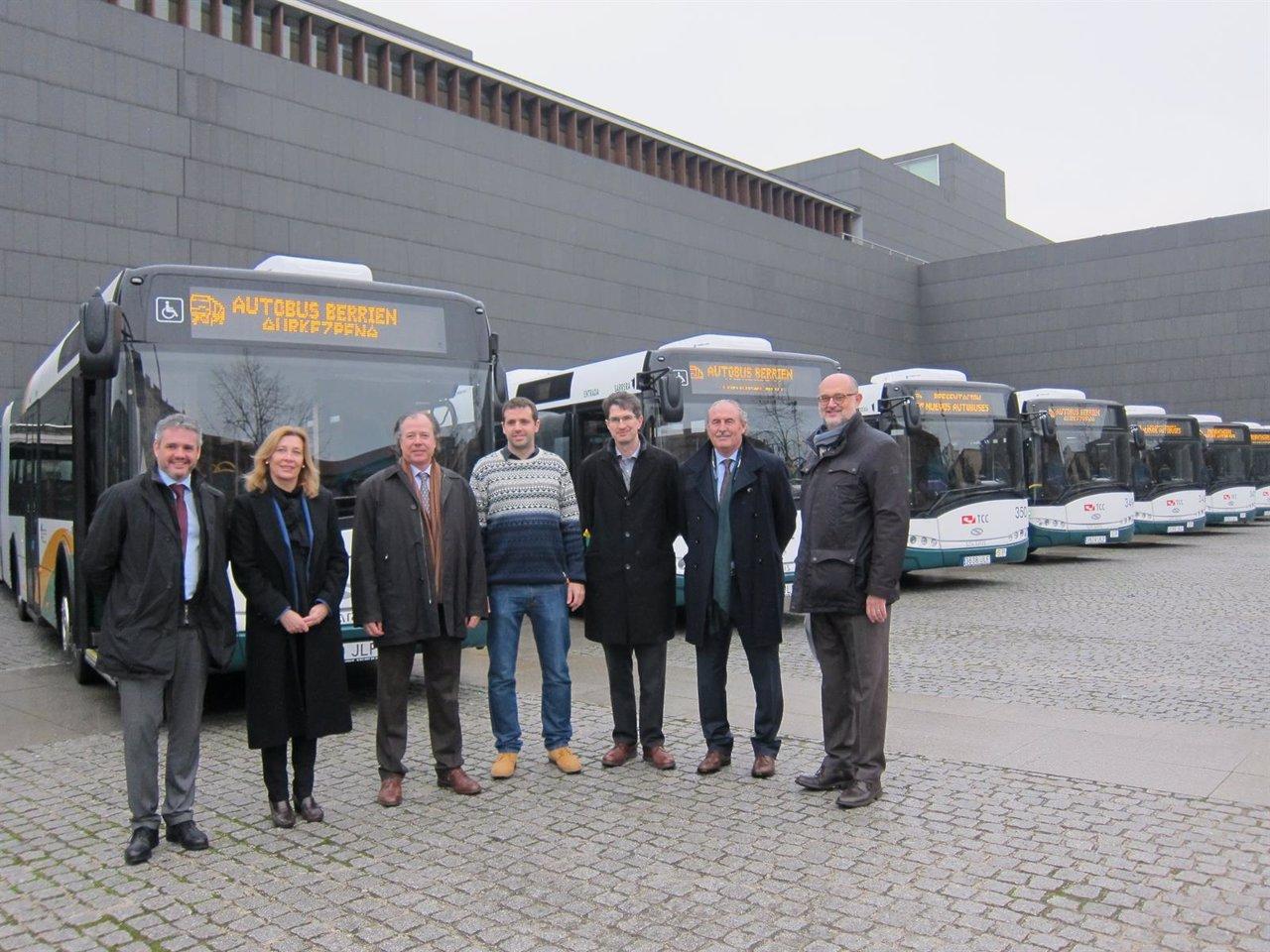 Presentación de los nuevos autobuses incorporados a la flota de la MCP