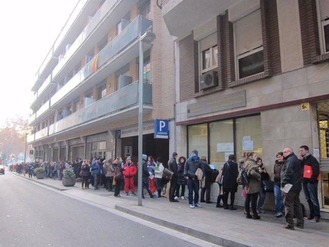 Colas ante la Gerencia Territorial del Ministerio de Justicia en Barcelona