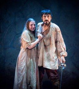 Carmelo Gómez y Nuria Gallardo, en una escena de la obra