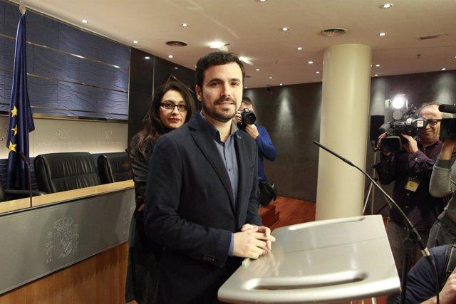 Alberto Garzón y Sol Sánchez en el Congreso