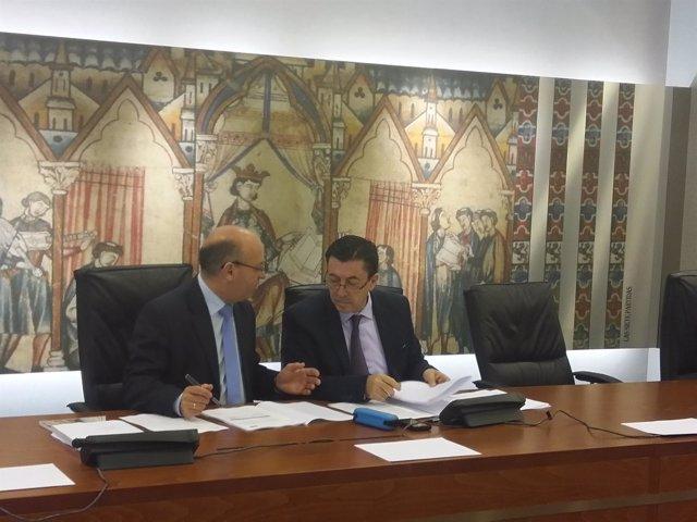 Luis Fernández y Juan José Molina durante la sesión  en la Asamblea