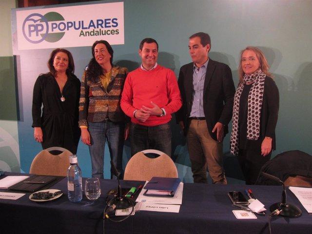 Juanma Moreno preside la reunión del Grupo Parlamentario Popular