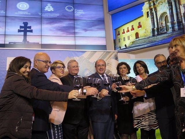 El Presidente Durante Visita Al Stand De La Región De Murcia En Fitur 2016