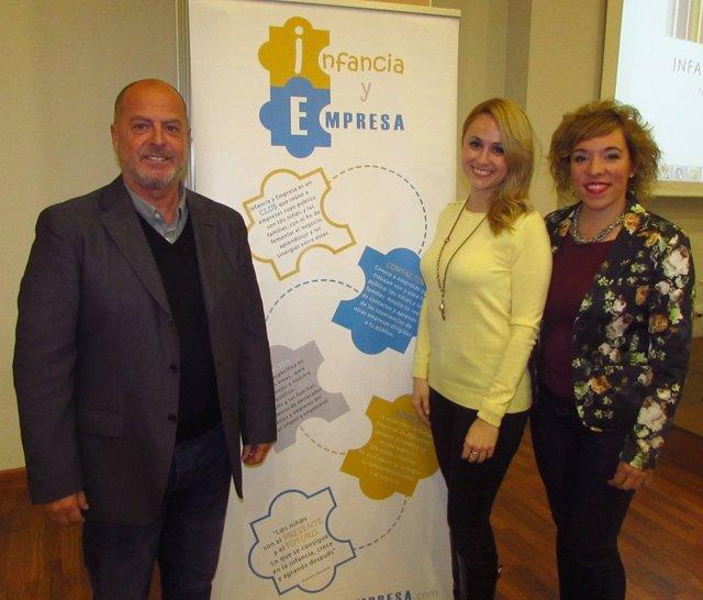 Mapi Sosa y responsables del club Infancia y Empresa